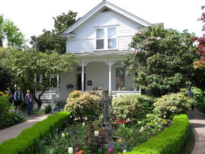 This vintage 19th century farmhouse was Hulda Klager's home for nearly 70 years.  Photo:KGilb.