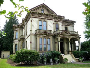 The Meeker Mansion in Puyallup WA. Photo: KGilb